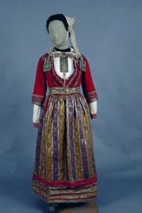 Costum breton de mireasă sec XIX