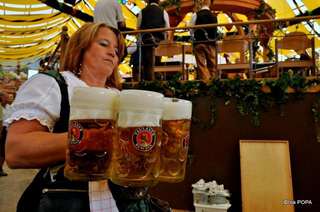 Cata bere? 6 litri. Atat avea doamna in maini