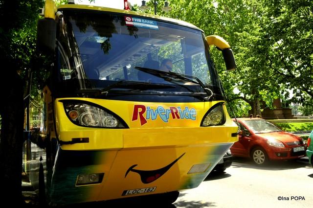 RiverRide - autobuzul-amfibie zambaret
