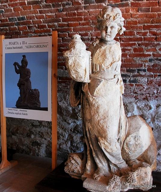 Cetatea Alba Carolina - statuie 1