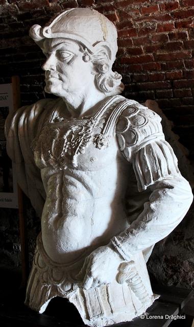 Cetatea Alba Carolina - statuie 2