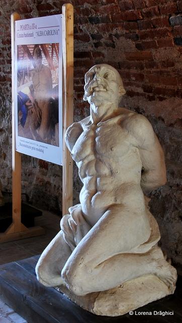 Cetatea Alba Carolina - statuie 3