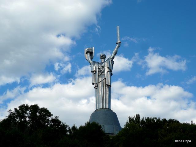 Un fund de statuie