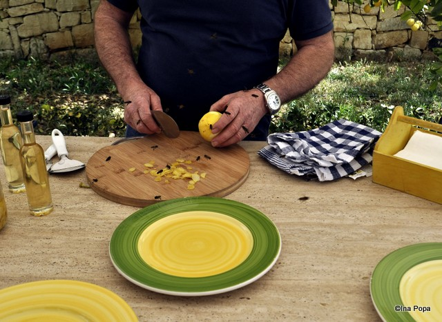 Making of limoncello: se curata lamaile. Se strang albinele