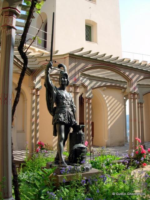 Statuia din grădină