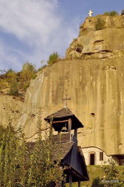 Biserica de lemn de la intrare