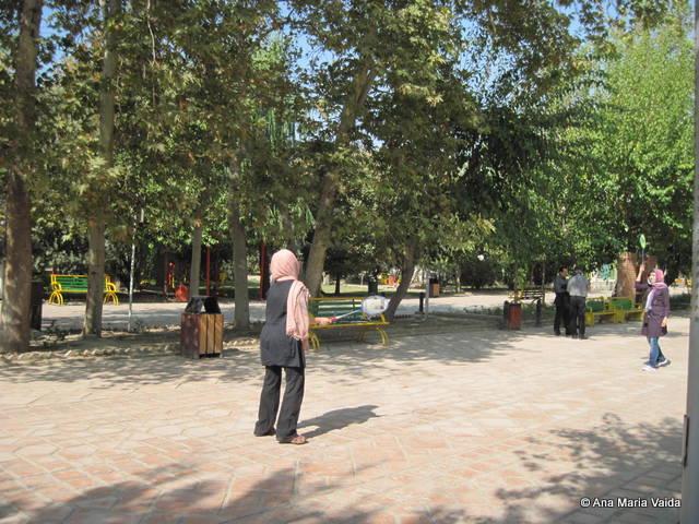 jucand badminton in parc