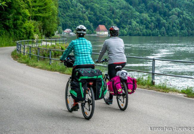 Pe biciclete pe malul Dunării