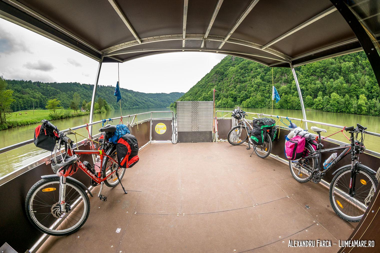 Feribot pentru biciclete pe Dunăre