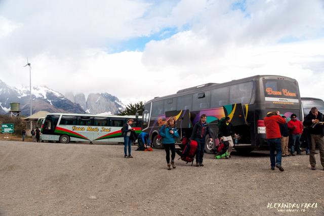 Autobuzele care te aduc la intrarea în Torres del Paine