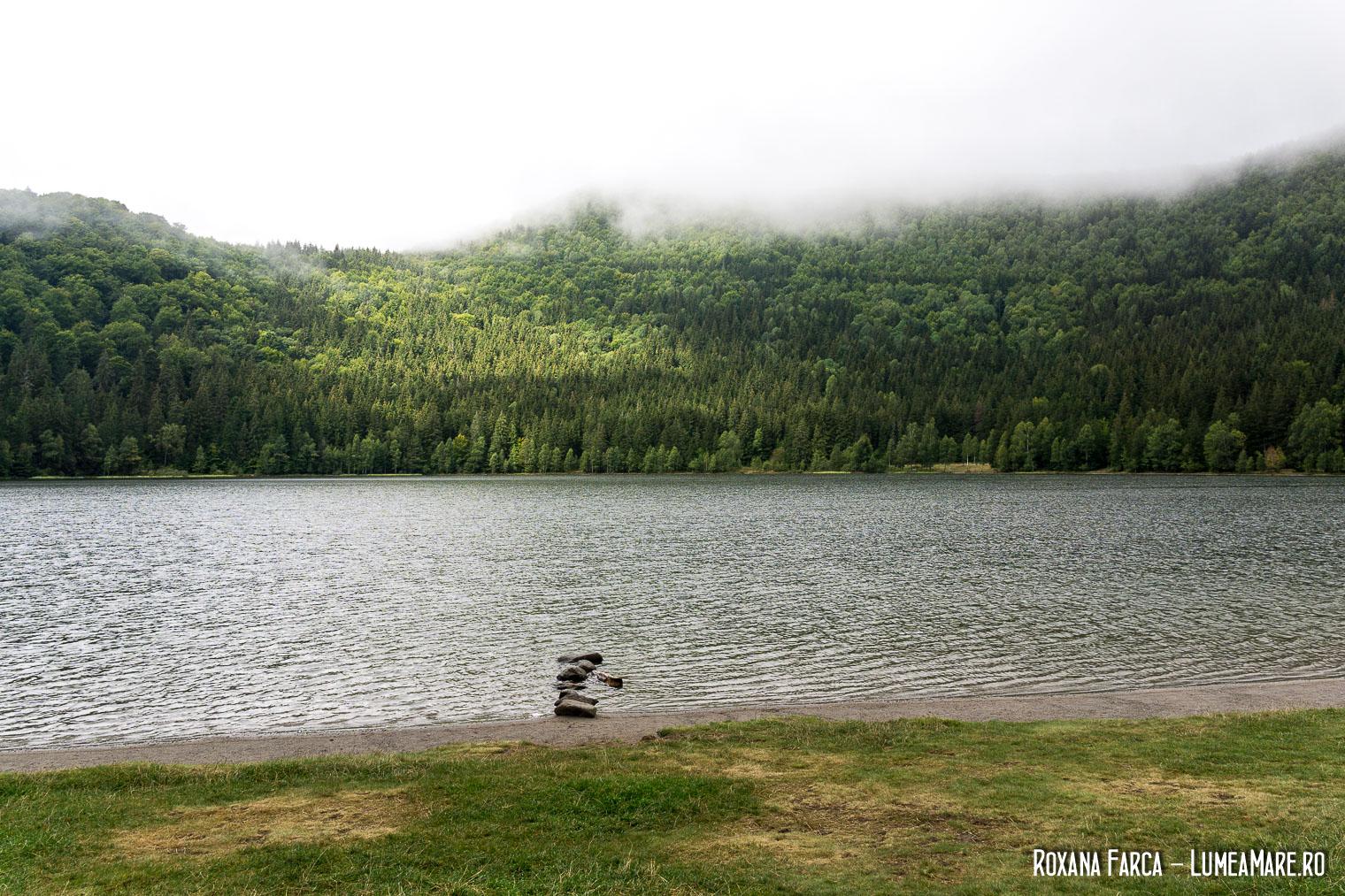 Lacul Sfânta Ana într-o dimineață zgribulită