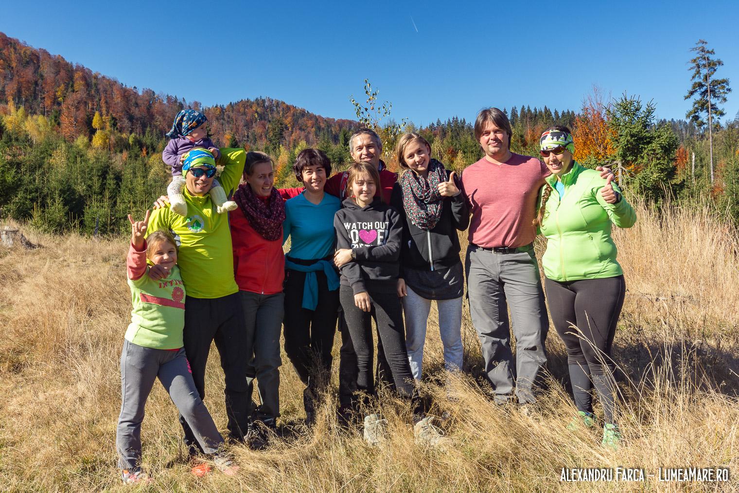 Echipa LumeaMare alaturi de echipa Centrului de Ecologie Montana